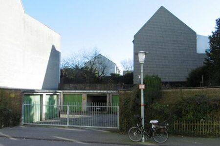 Grundstück mit 11 Garagen zur Neubebauung