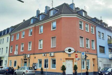 Wohn- und Geschäftshaus Straßenfront