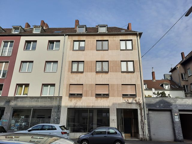 Straßenansicht des Wohn- und Geschäftshauses