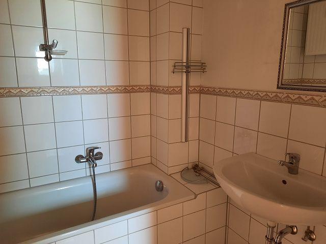 Dachgeschoss Mitte Bad mit Badewanne