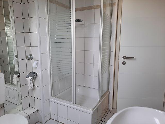 Dachgeschoss großes Bad mit Dusche